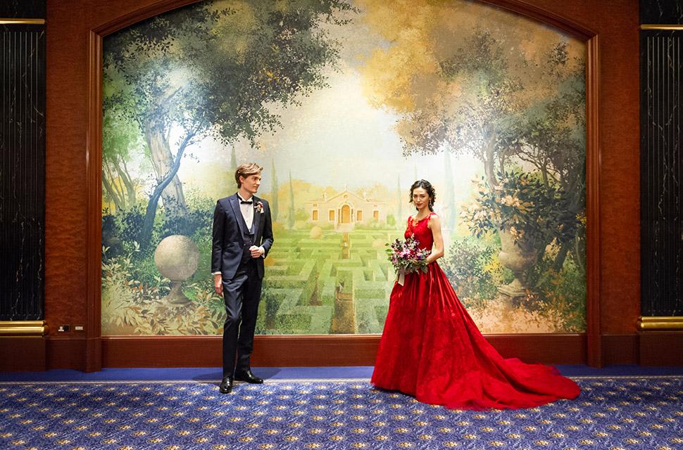 ホテル館内はいたる所に絵画が飾られておりどこで撮影しても素敵な1枚に
