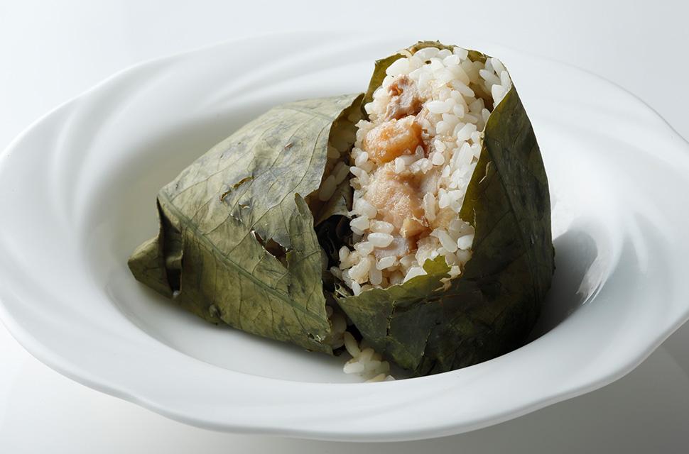 中国料理 荷叶糯米鶏 おこわの蓮の葉包み蒸し
