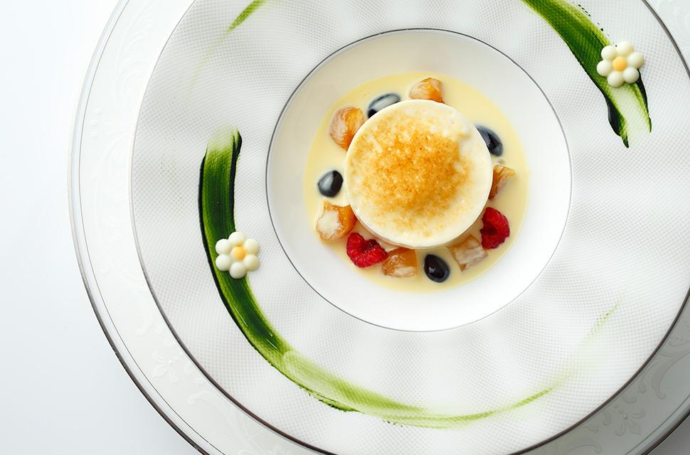 五感より ゆずと抹茶の軽いクリームを 杏と黒豆を添えて和と洋のテイストで仕上げました