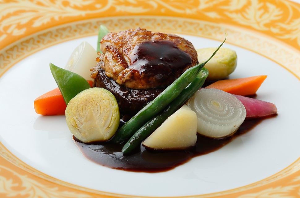 オートクチュールより 総料理長特選和牛フィレ肉のグリル フォアグラのソテー 旬の野菜のポトフ添え 赤ワインソース