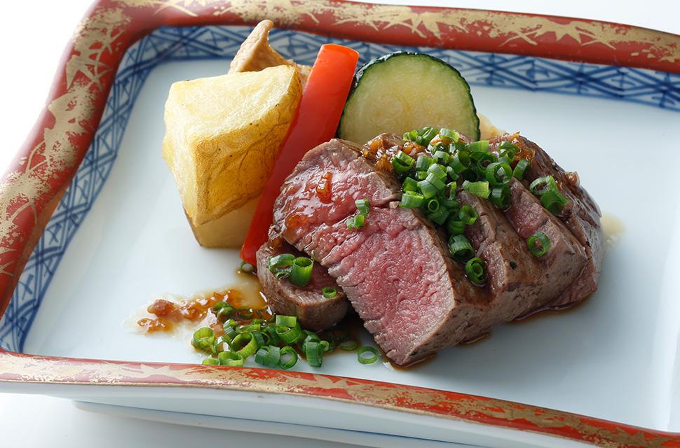 日本料理 牛フィレ肉のステーキ 焼き野菜添え