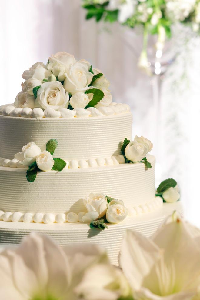 おふたりの笑顔とウエディングケーキの甘い香りが会場内を包み込む